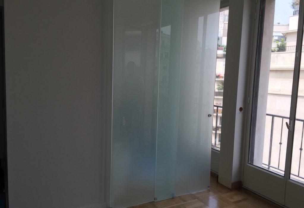 Salle de bain en verre coulissant